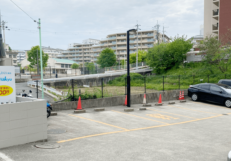 専用駐車場5台分完備。クリニック北側隣接駐車場に5台分の駐車場有り。時間制限もありません。
